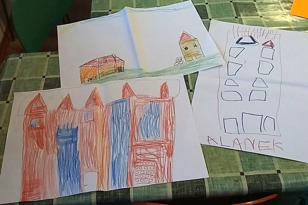 Děti malují školku